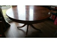 TRADITIONAL WOODEN ROUND DINING TABLE