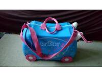 Trunki Ride-on-suitcase light blue and pink