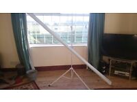 Video projector screen - 2.50m x 1.50m - 6 month old!