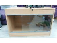 Snake vivarium including all equipment needed - Good condition only 1 year old