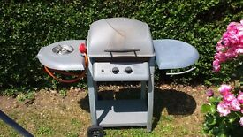 Gas bbq with side burner (Berinsfield)