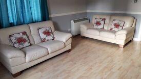 3/4 Bed flat in pilton £950.00