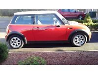 Great looking Mini cooper Hatch, reg. Aug.2005,1600cc,11mths MOT, in red with white roof/w.mirrors
