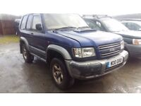 breaking blue isuzu trooper 3.0 turbo diesel swb manual parts spares repairs