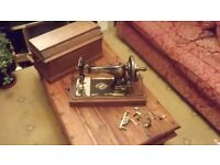 Vintage 1906 Singer Sewing Machine Hand Crank with matching coffin case, In great working conditon!