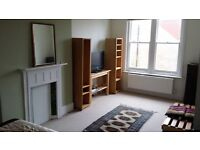 Bright clean double rooms in large house near seve Dials Monday to Friday