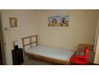 Very good size single room in 2 Bedroom House in quiet area of South Hatfield