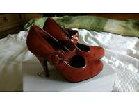 Heeled shoes size 5