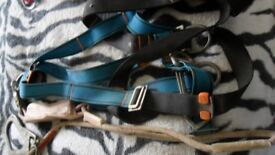 4 X SAFETY HARNESSES