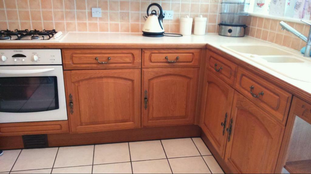 Kitchen Corner Wall Unit Oak In Buy Sale And Trade Ads