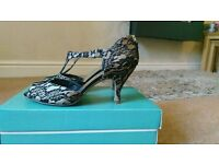 Black Lace Fabric Over Gold Ladies Medium Heel Shoes, Size 6