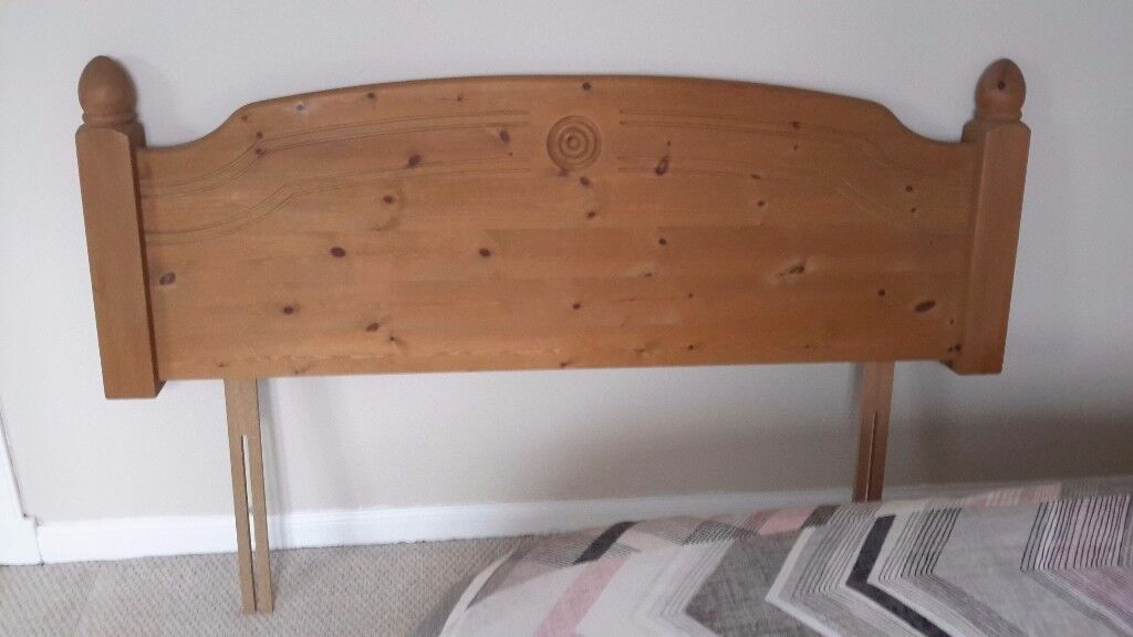 Kingsize head board in solid wood and looks like new.