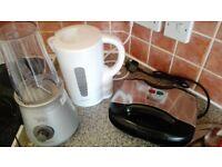 Kitchen Appliances: electric kettle + toaster + blender