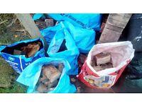 8/9 BAGS OF PALLET WOOD/CORNERS