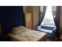 Double room for single professional in shared house. All bills included. Low deposit. Internet