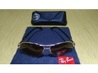 Rayban Aviators with the case and cloth for wiping glasses all in very good condition.