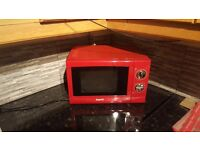 😆 Excellent Condition Red Microwave😆