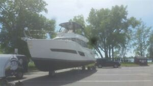 2017 Carver Yachts C 40 COMMAND BRIDGE CUMMINS 380
