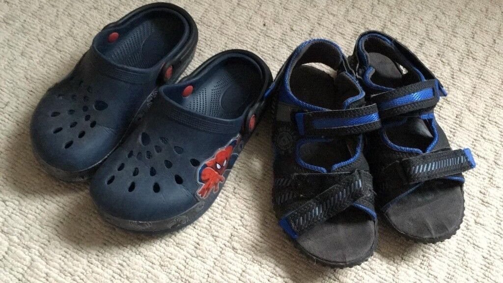 13cf5e8fca4e Crocs style shoes and Sandals