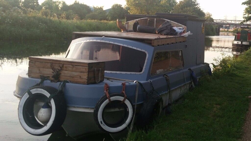 20ft Dawncraft cabin cruiser (on the water)