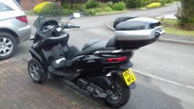 Piaggio MP3 3 wheeled scooter October 2016, under manufacturer's warranty, with matching top box