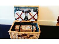 Brand new picnic hamper for 4 people