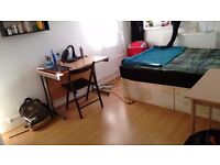Double Room in Stepney Green, close to Queen Mary, station and shops (Bills included)