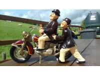 excellent con laurel & hardy motorbike