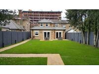 BRAND NEW, LUXURIOUS 1 BED FLAT IN TOWN CENTRE, PARKING,PRIVATE GARDEN, FULLU FURNISHED, TV, WIFI
