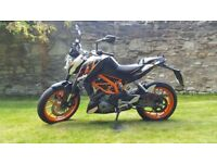 KTM Duke 390 + top box and alarm immobiliser