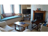 A double room in friendly house share, Grenville Rd.