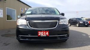 2014 Chrysler Town & Country DUAL AIR/HEAT-BACK UP CAMERA-PWR LI Windsor Region Ontario image 7