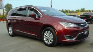 2017 Chrysler Pacifica TOURING LEATHER - CAMERA - ONLY 9,500 KMS