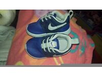 Brand new no box, Unisex blue baby nike roche trainers size baby 3.5