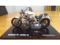 007 JAMES BOND BMW MOTORCYCLE 1/18 scale. R 1200 c.