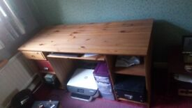 Sturdy pc table excellent condition