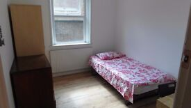 Spacious single room ( district line zone2) 150 pw! BILLS & WIFI NCLUDED!
