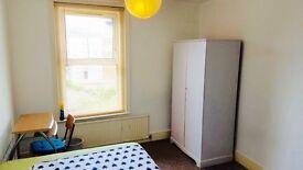 *** Double room freshly painted , garden, 2 bathrooms *** RPR