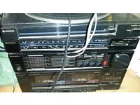Hitachi Hi-Fi System SOLD AS SEEN - £20 Includes turntable and speakers, in working condition