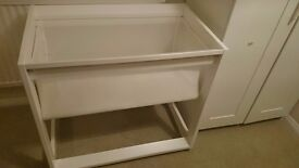 Boori bassinet and 2 fitted sheets
