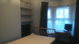 Large room in Sandy Park with lots to offer