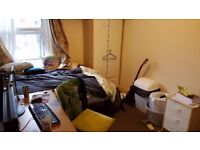 Student, Cheap double bed room available, now-Aug 2018