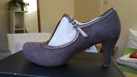 Clarks Women Ladies Chorus Thrill Toupe Color UK 4.5 Size EU 37.5 Mid Heel Court Shoes Brand New