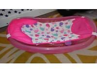 Baby bath with newborn support
