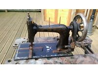 ANTIQUE SEWING MACHINE. MAKE UNKNOWN