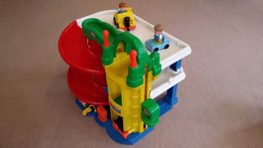 Fisher Price Little People Racing Ramps Garage for sale in used but good conditionin Southside, GlasgowGumtree - Fisher Price Little People Racing Ramps Garage for sale in used but good condition. Comes with two cars and little people. Helps to encourage role play fun with sights and sounds from top to bottom From a pet and smoke free home. £ 10 / Pick up...