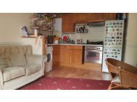 Room to rent in 2 bedroom flat