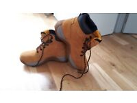 DeWALT steel-toe safety boots - size 7 - worn once, great condition