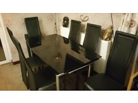140 cm x 80 cm glass dining table (extendable to 200 cm), plus 6 chairs