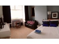 SHORT/MEDIUM TERM Room. PROFESSIONAL House Share Easy Access to AirBus, MoD & good links to town